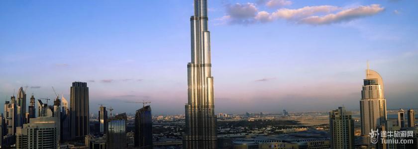 迪拜塔结构设计: 内部设计由乔治·阿玛尼