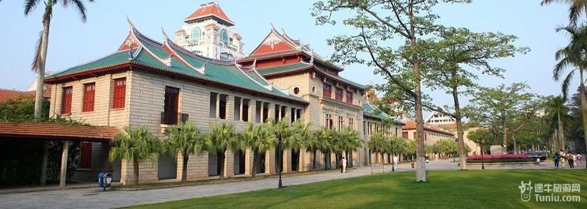 """简介: 厦门大学是由著名爱国华侨领袖,被毛泽东同志誉为""""华侨旗帜,名"""