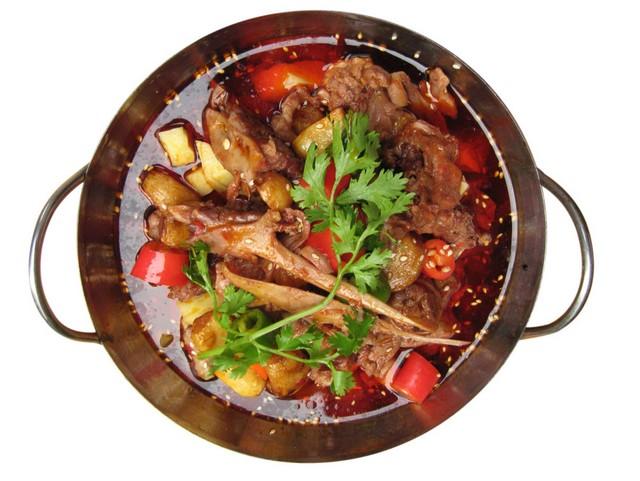 夏天吃狗肉的好处_狗肉有温补,滋阴作用.其烹制以桂北的灵川县尤为有名.