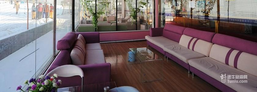 宾馆一层为中式餐厅,可同时容纳100人用餐