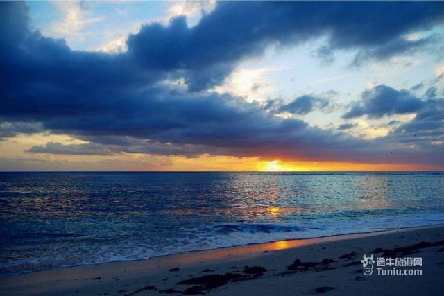 蓝色海边贝壳风景图片