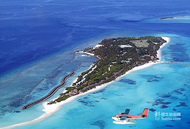 马尔代夫古丽都度假村位于拉薇亚妮环礁的北面,距马累国际机场