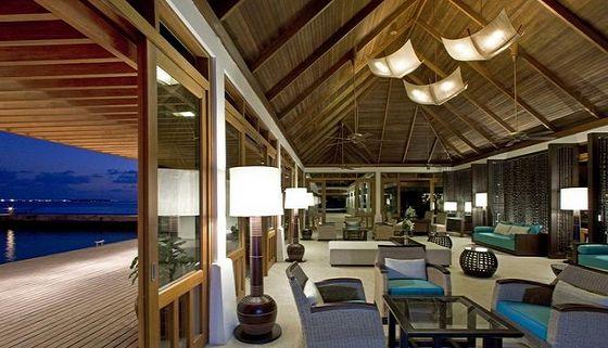 马尔代夫满月岛喜来登度假酒店坐落于自己的私人岛屿
